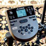 Alesis Drums Nitro Mesh Kit – Kit de batterie électronique 8 pièces en peau maillée avec rack en aluminium ultra-résistant, 385 sons, 60 morceaux à accompagner, câbles de connexion, baguettes et clé de batterie de la marque Alesis image 3 produit