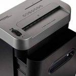 AmazonBasics Destructeur de documents 7 à 8 feuilles, CD et cartes bancaires, lames micro coupe et corbeille amovible de la marque AmazonBasics image 3 produit