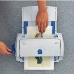 ESSELTE 15651 Plastifieuse Leitz Cs9 Non Électrique A4 2 Épaisseurs Film 80-100 Microns Cutter Détachable 380x220x170mm 3.5kg Assorties de la marque Leitz image 2 produit